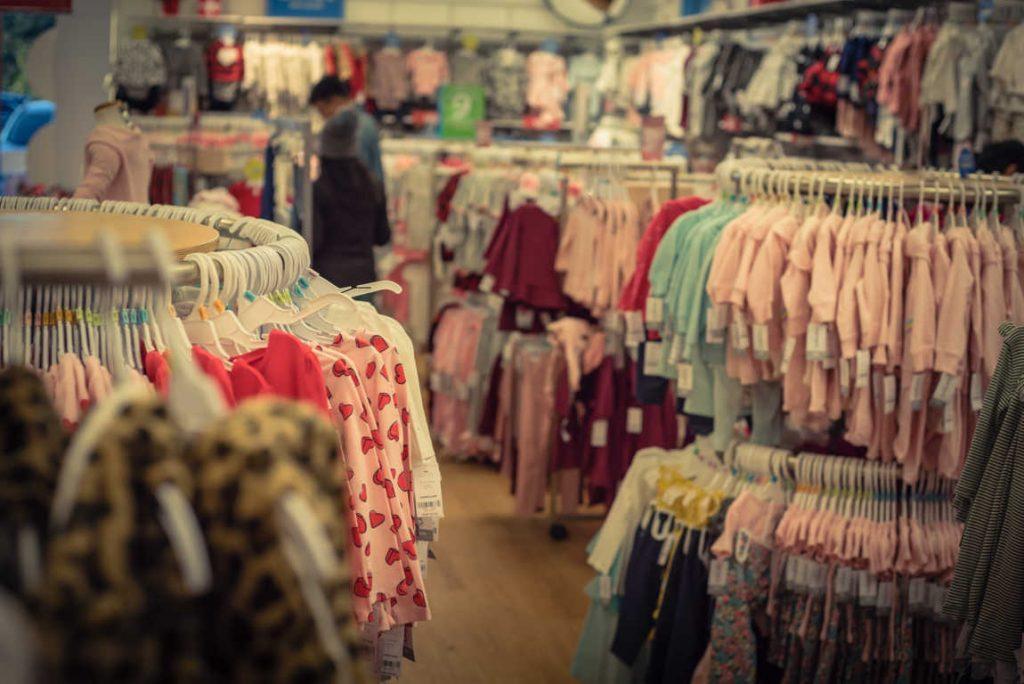 Crece el interés por la compra de ropa para bebés en España